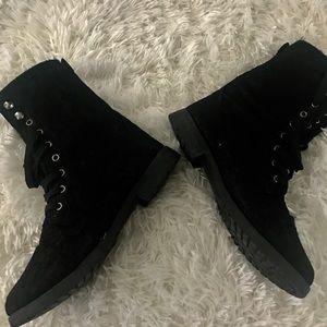 Black boots LIKE NEW!!👢👢👢